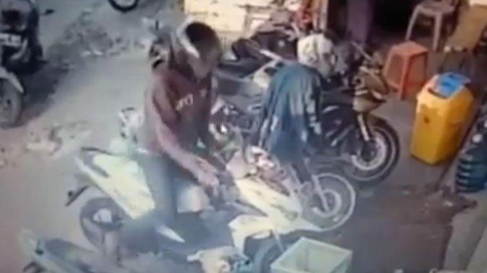 Karena Masalah Sepele, Wanita ini Kehilangan MotorHonda Vario saat Diparkir diJalan Setro Surabaya
