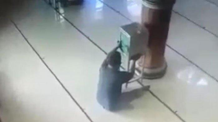 Perbuatan Dosa Pria Misterius di Masjid Terbongkar dari CCTV, Awalnya Pura-Pura Salat hingga Dzikir