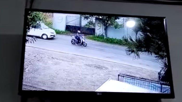 Mau Nyebrang, Pengendara Motor Terpental Ditabrak Mobil dari Belakang, Korban Ditinggal Begitu Saja