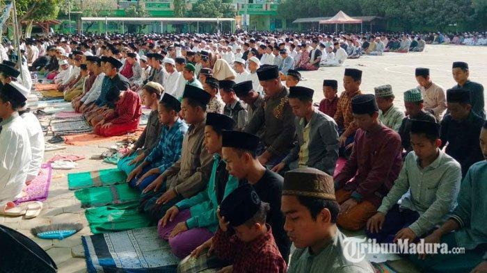 Warga Jawa Timur Diperbolehkan Salat Jumat Berjemaah di Masjiddi Tengah Virus Corona dengan Syarat