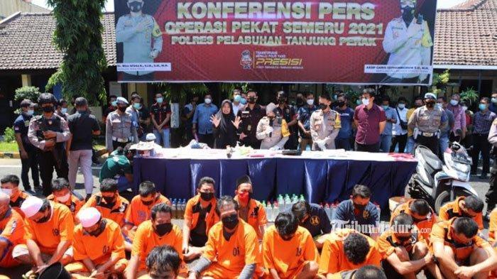 Preman Kampung Surabaya ini Berhentikan Sopir Truk di Jalanan, Bawa Senjata Tajam Takuti Korbannya