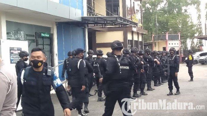 Pelaksanaan Pilkades Serentak di Bangkalan Berjalan Aman, Satu Kompi Personel Brimob Ditarik