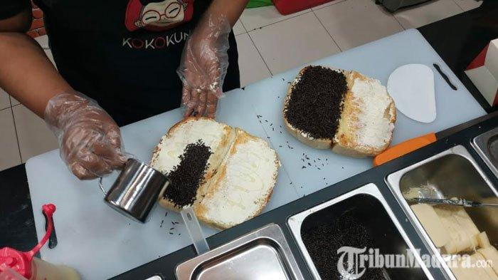 Menikmati Roti Gempal Kokokuno di Royal Plaza Surabaya, Nostalgia dengan Kelezatansi Roti Jadul