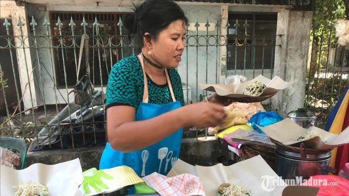 Rujak Cingur Viral Rp 60 Ribu Masih Diserbu Pecinta Kuliner, Pemilik Gunakan Kartu AntreanPembeli