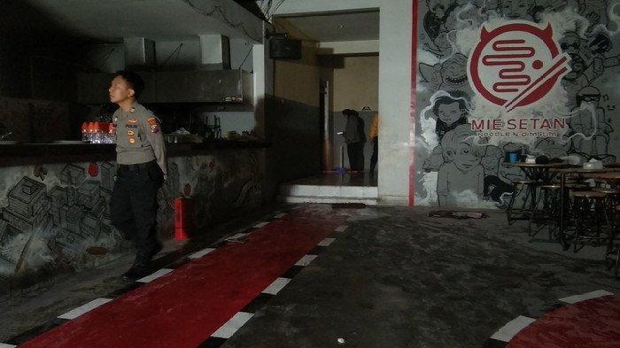 Breaking News - Restoran Mie Setan Surabaya Terbakar 'Meledak' saat Mau Tutup, 5 Pegawai jadi Korban