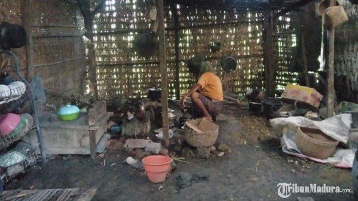Tinggal di Gubuk Tua, Janda Miskin Sampang Tak Tersentuh Bantuan, Makan dari Belas Kasih Tetangga