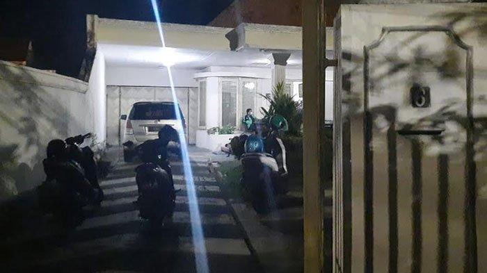 2 Pembobol Rumah Mewah di Surabaya Ditembak Mati, Golok dan Emas Ditemukan Polisi di Punggung Pelaku