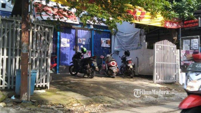 Rumah terduga teroris di Jalan Medokan Sawah, Surabaya, Jumat (26/2/2021).