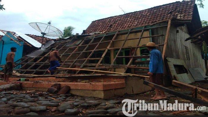77 Rumah Warga Tiga Desa di Kecamatan Jatibanteng Situbondo Rusak Diterjang Angin Puting Beliung