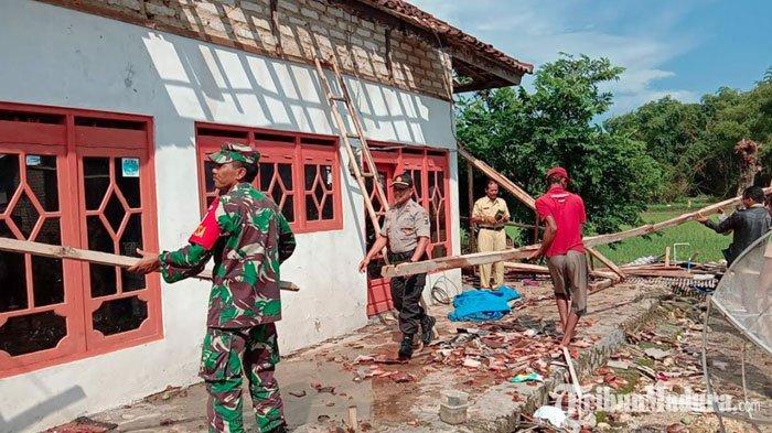 Sumenep Dilanda Angin Puting Beliung,24 Rumah Warga Saronggi Rusak dan 2 OrangMengalami Luka