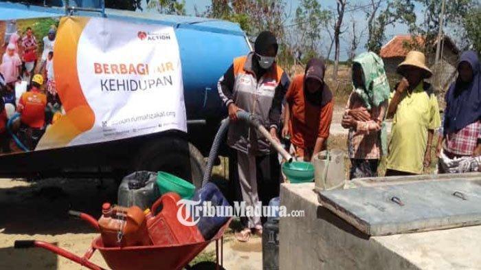 Beberapa Daerah di Pamekasan Kesulitan Air Bersih, Rumah Zakat Berikan Bantuan