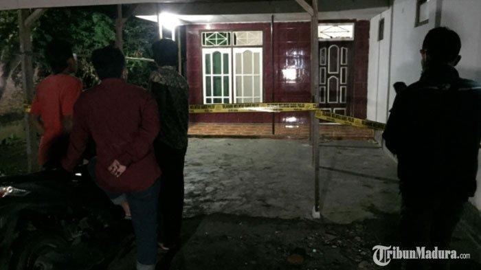 Tragedi Berdarahdi Ruang TV Rumah,Kepala Pasangan Suami Istri Diterjang Cangkul,Istri Luka Parah
