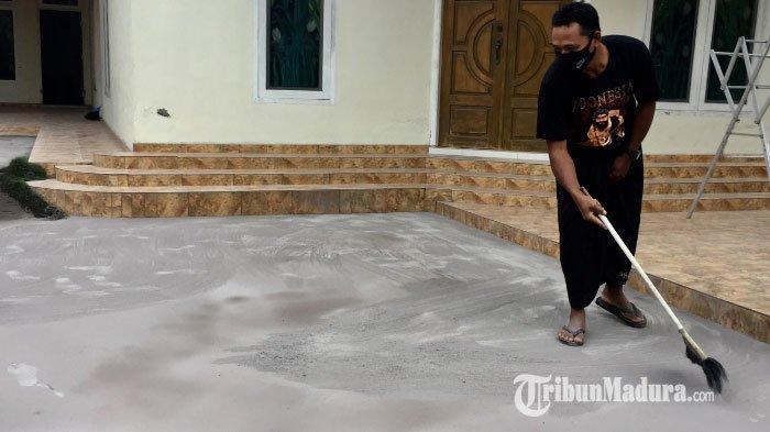 11 Dusun di Kecamatan Pasrujambe Kabupaten Lumajang Diguyur Hujan Abu Vulkanik Gunung Semeru