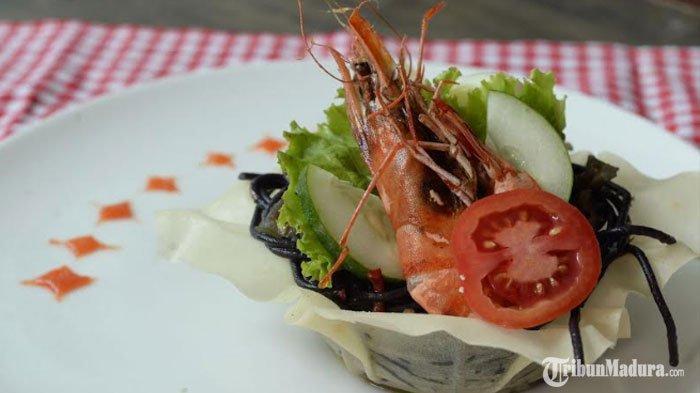NikmatnyaPasta Madura Duzzel, Pasta Unik Warna Hitam yang Terinspirasi dari Kuliner Madura