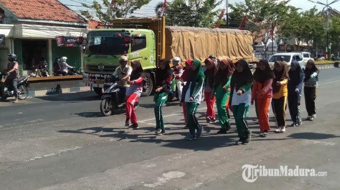 Peserta Gerak Jalan Gelar Latihan Perlombaan Gerak Jalan, Polisi Turun Tangan Antisipasi Kemacetan