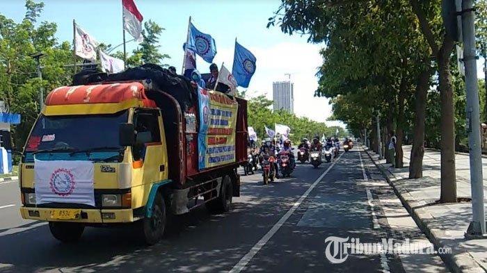 BREAKING NEWS - Ribuan Buruh Bakal Geruduk Kantor Gubernur, Desak Kenaikan UMK Jatim Rp 600 Ribu