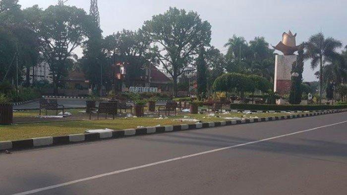 Sampah Penuhi Sejumlah Taman dan Jalan di Kota Malang usai Malam Tahun Baru, WargaNgeluh di Medsos