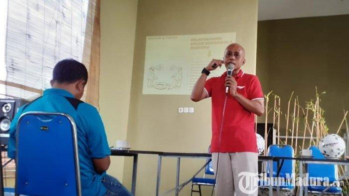 Pendiri Indonesia Soccer Academy Gelar Sarasehan di Sampang, BintangMuda Persebaya Turut Hadir