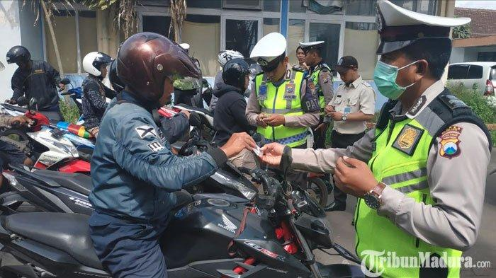 Satlantas PolresMalang Kota dan Bapenda Jatim Amankan 100 Barang Bukti pada Operasi Gabungan