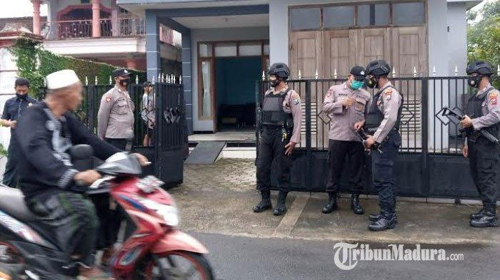 BREAKING NEWS - Satu Terduga Teroris Ditangkap di Desa Tenggur Kabupaten Tulungagung