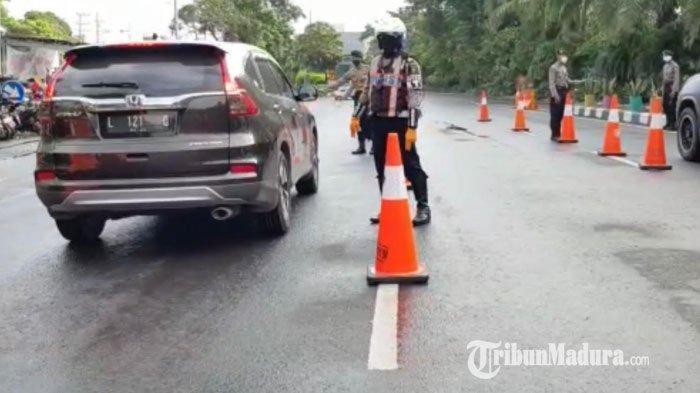 Hari Kedua PSBB di Kota Surabaya, Begini Pantauan Penertiban Kendaraan di Bundaran Waru