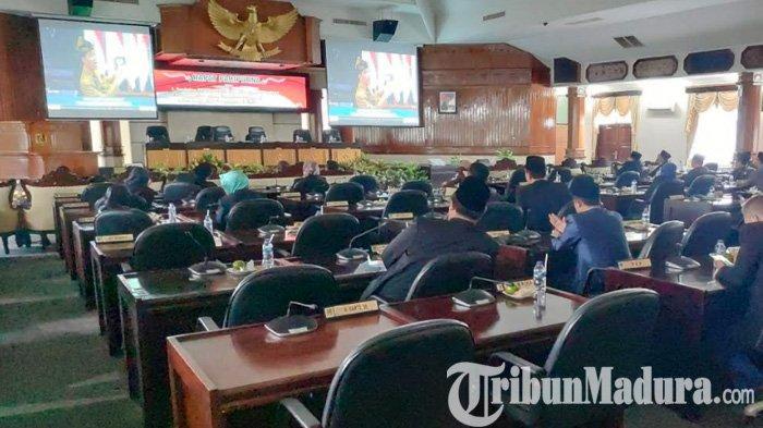 Kemerdekaan Jadi Jembatan Emas, DPRD Pamekasan Para Pejabat ini Dengarkan Pidato Presiden
