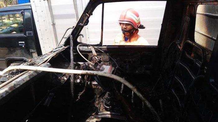 Sebuah mobil box Mitsubishi Ps 100 hangus terbakar di Jalan Raya Bluto, Desa Bungbungan, Kecamatan Bluto, Kabupaten Sumenep, Madura, Jawa Timur.
