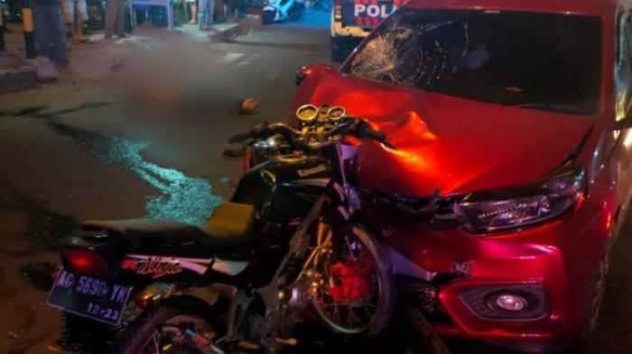 Kecelakaan Maut di Tulungagung, Kawasaki Ninja Tertancap di Moncong Honda Brio, Pemotor Tewas di TKP