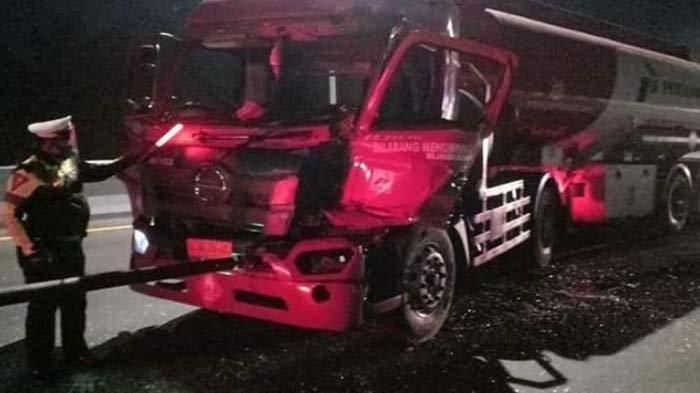 BREAKING NEWS - Kecelakaan Dahsyat Truk Tangki Pertamina dan Truk Fuso di Jalan Tol Sidoarjo