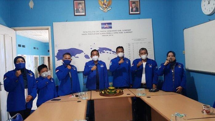 DPC Demokrat Sumenep Potong Tumpeng Seusai Melihat Tegasnya Demokrat Pecat 7 Kader yang Terlibat KLB