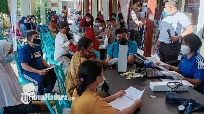 Polres Pamekasan Menggelar Vaksinasi untuk Semua PKL di Pamekasan, Dilakukan Secara Bertahap