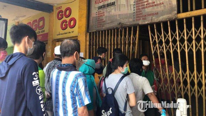 Sempat Ngeyel, Pedagang Pasar Kapasan Akhirnya Turuti Anjuran Karantina untuk Mencegah Virus Corona