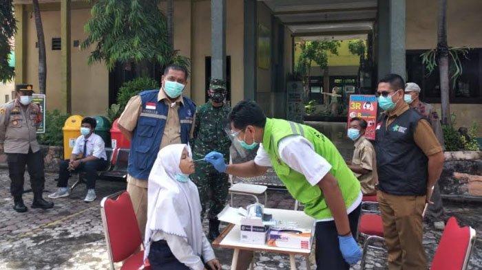 Sekolah Tatap Muka Berisiko Muncul Klaster Baru, Murid dan Guru SMP Gresik Jalani Rapid Test Antigen