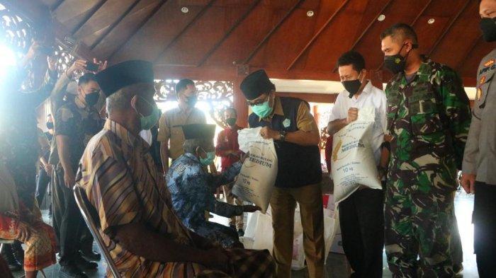 Tambahan Beras 10 Kg Bagi KPM PKH di Pamekasan, Per Hari Ini Bantuan Disalurkan ke 80.849 Penerima