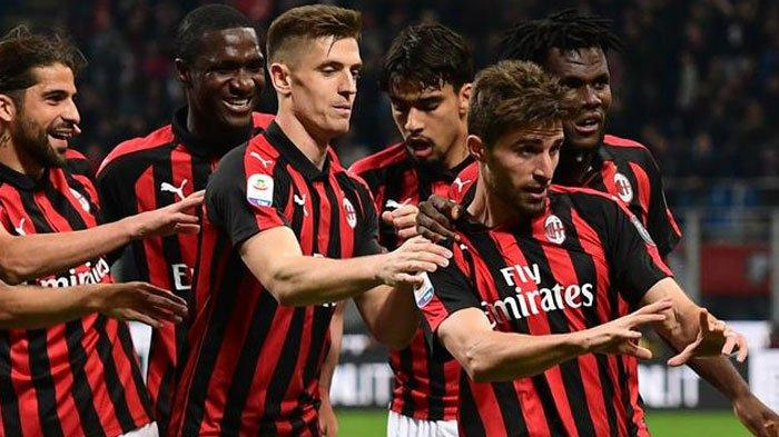Harapan Tambal Posisi Bek, AC Milan Gagal Incar Bek Pilihan Hingga Bursa Transfer Berakhir