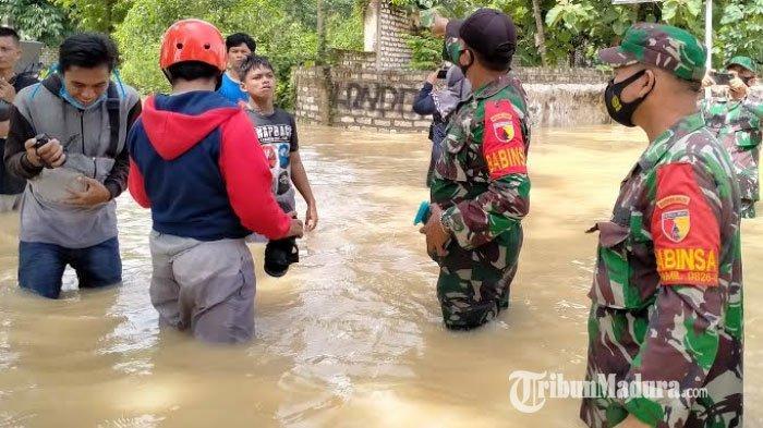 BREAKING NEWS - Bocah SD di Pamekasan Tersengat Listrik saat Mandi di Banjir Luapan Air Sungai