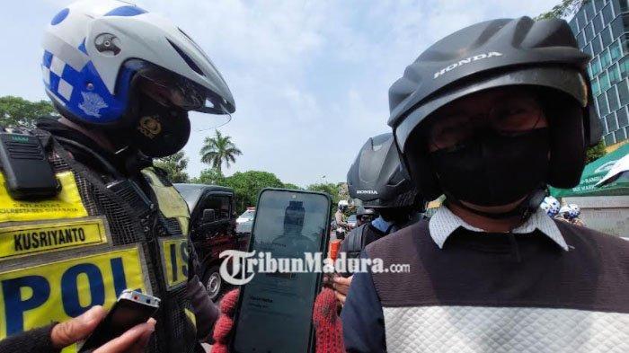 Kini di Bundaran Waru Disiapkan Dua Bus Vaksin Siap Layani Masyarakat di Batas Kota Surabaya