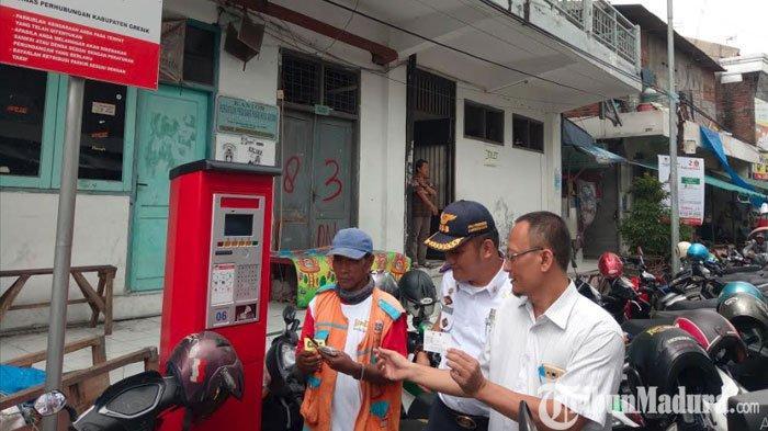 Ketua DPRD Gresik Sidak Penerapane-Parkiruntuk Tekan Parkir Liar di Jalanan