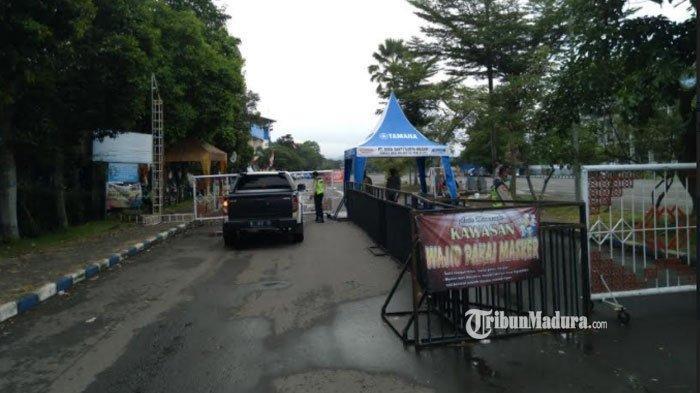 Simulasi pengamanan Stadion Kanjuruhan, Kabupaten Malang, Senin (15/3/2021).