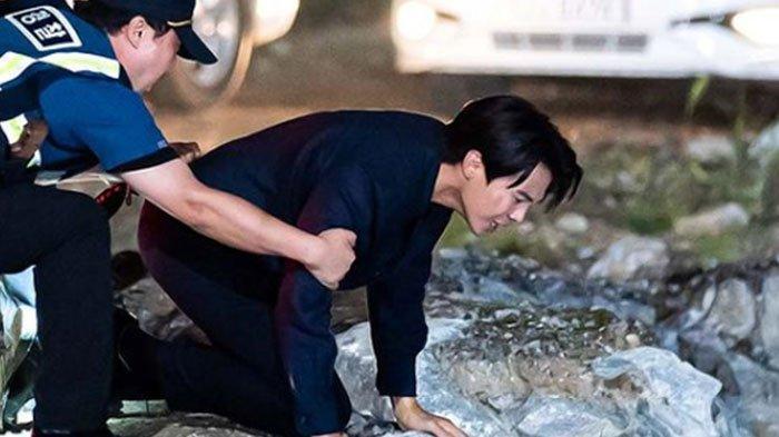 Sudah Oh Yoon Hee, Giliran Shim Su Ryeon Didorong Cheon Seo Jin ke Sungai di The Penthouse 3 Eps 13
