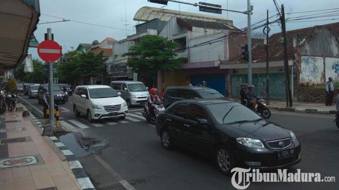 Pemkot Blitar Geser Gombong PKL di Atas Trotoar Solusi Atasi Kemacetan JalanBrawijaya