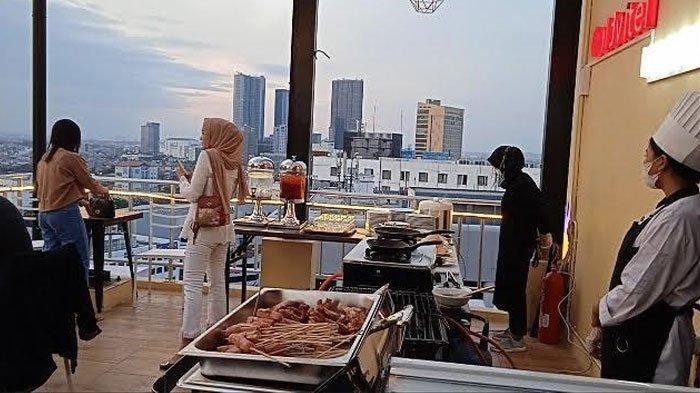 Sky Lounge 147, Lokasi Tepat Menikmati Langit Senja Surabaya di Gold Vitel Hotel, Bisa Makan BBQ