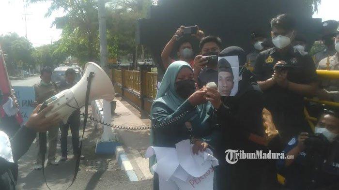 Tuntut Keadilan, Ibu Korban Kasus Pencabulan Anak di Sampang Minta Tersangka Dihukum Berat
