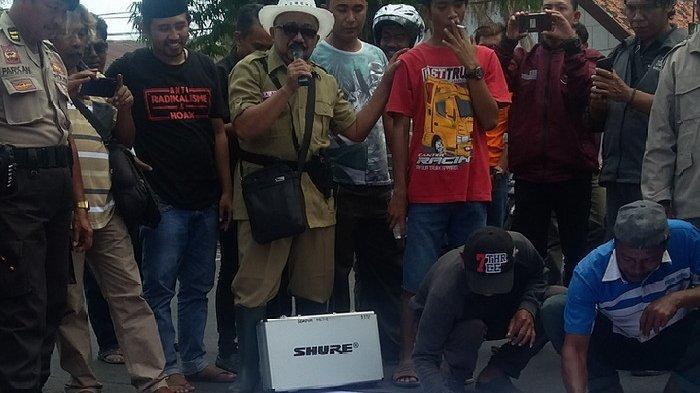 Penambangan Lokal Dipersulit, Sopir Dump Truk Geruduk Protes Pemkab Situbondo