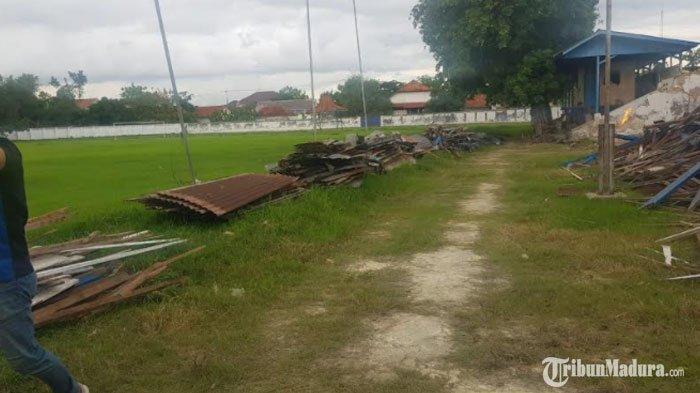 Kondisi Stadion R Soenarto Hadiwidjojo Pamekasan saat mulai dilakukan perombakan fasilitas, Senin (16/11/2020).