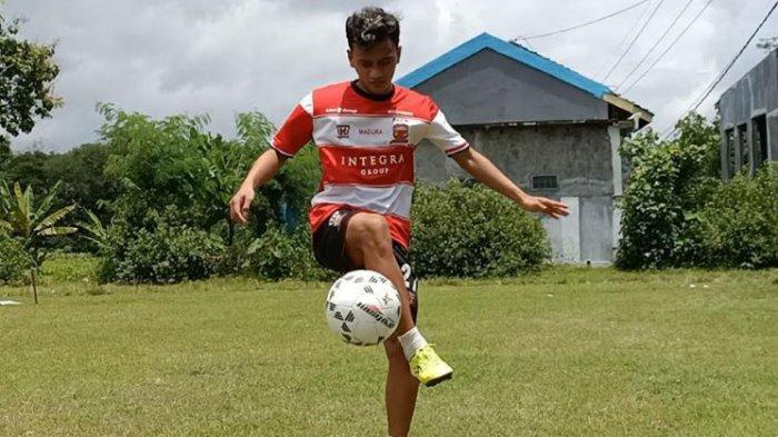 Jaga Kondisi Fisik, Striker Muda Madura United Aldo Maulidino Manfaatkan Lapangan di Kampung Halaman
