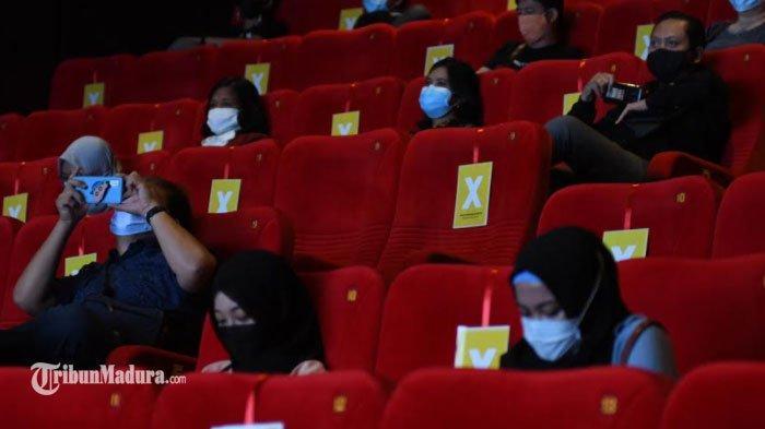 Bioskop di Surabaya Beroperasi Kembali, Penerapan Prokes Berjalan Baik, Penonton Antusias Nonton