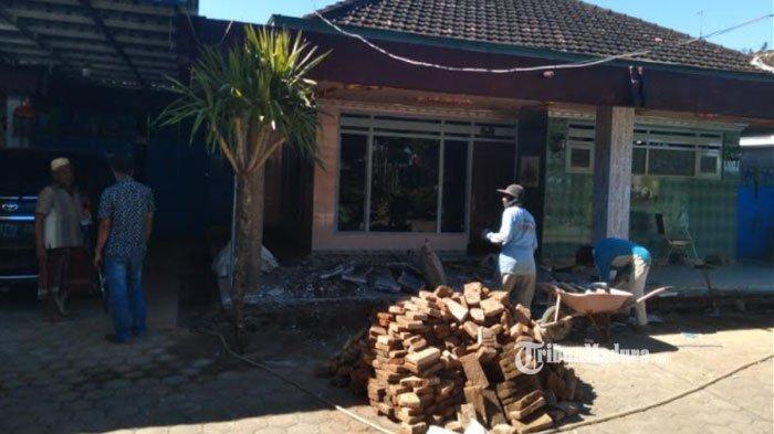 BREAKING NEWS - Tim Densus 88 Geledah RumahWarga Malang atas Kasus Pembuatan Senpi Ilegal
