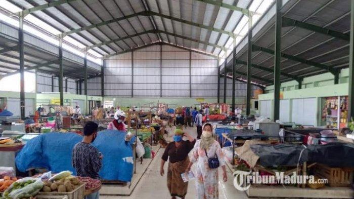 Sanksi Tegas Bila Tak Gunakan Masker, Disperdagprin Sampang Tutup Lapak Pedagang Pasar Tradisional