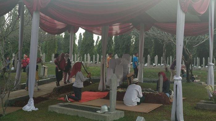 Makam Ani Yudhoyono Penuh Bunga, Pusara Istri SBY di Hari Ketiga Masih Belum Sepi dari Peziarah